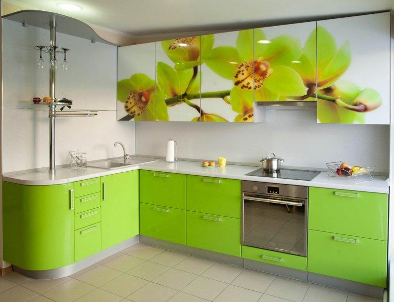 Фото угловой кухни с цветами