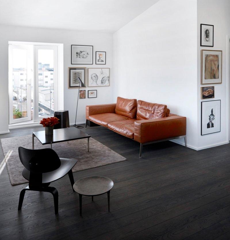 если зеленый кожаный диван какие обои выбрать