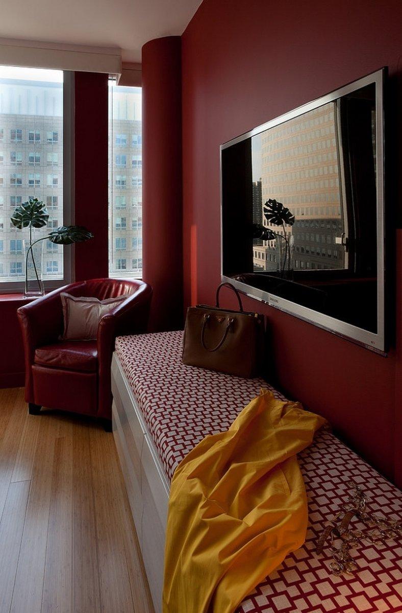 Сочетание цветов с бордовым на стенах