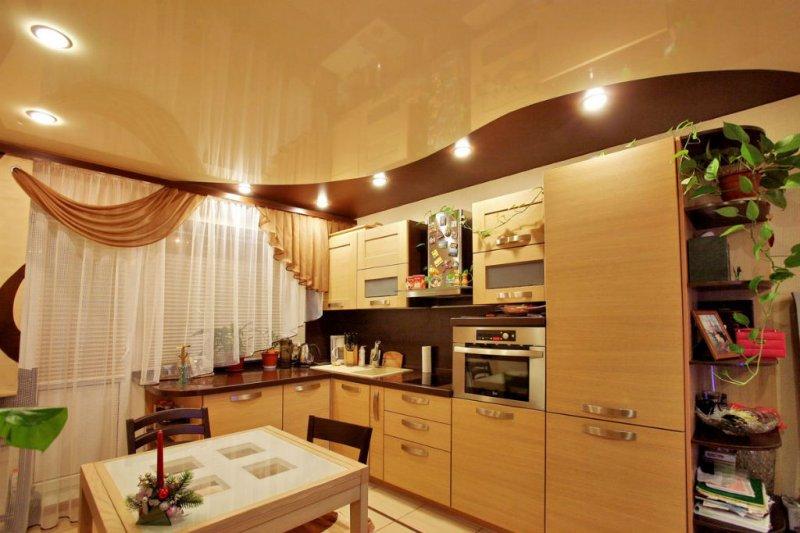 Отделка потолка на кухне плёнкой ПВХ