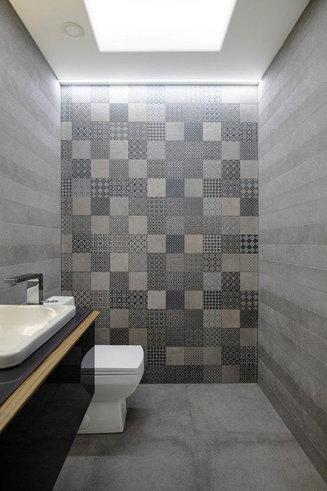 потолок изгипсокартона в маленьком туалете