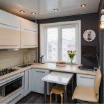 Потолки в маленьких кухнях.