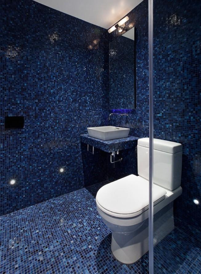 маленький туалет в голубом стиле