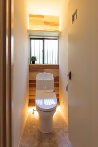 маленький туалет линолеум на полу фото