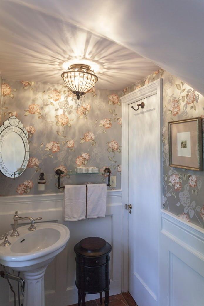 краска потолок в маленьком туалете