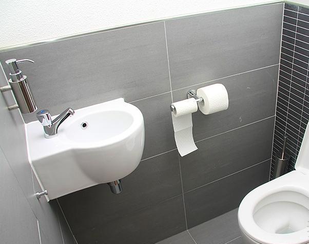 угловая раковина маленькая ванная фото