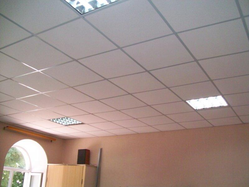 Потолки на кухне ремонт эконом класса.