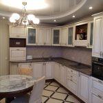недорогая отделка потолков на кухне.
