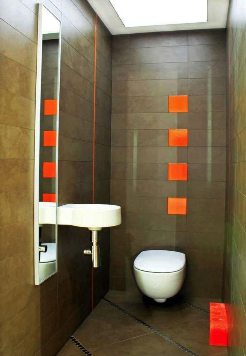 точечные светильники в маленьком туалете фото
