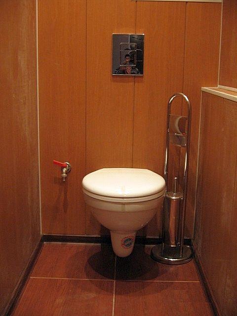 маленький туалет отделка панелями
