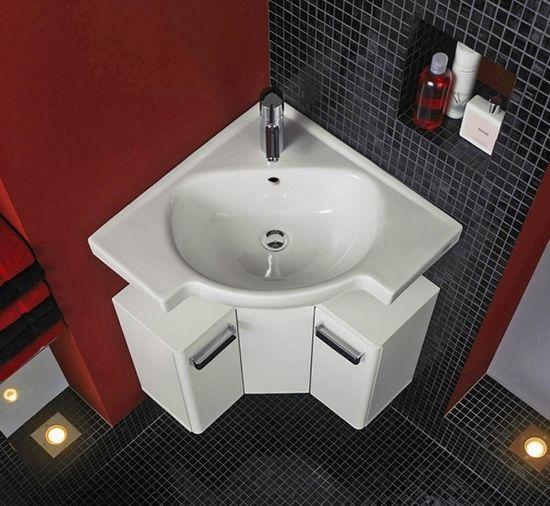 угловая раковина в маленьком туалете
