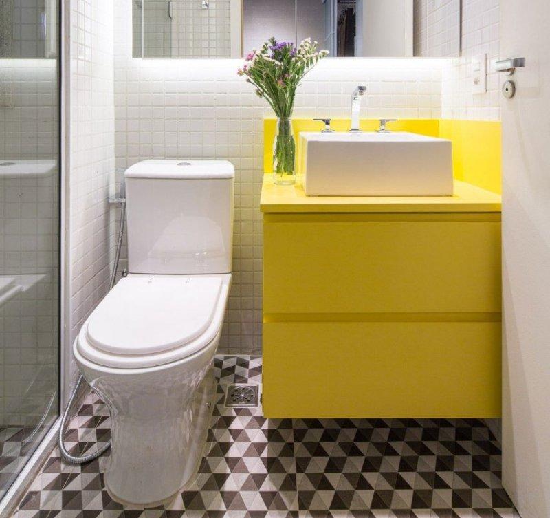 маленький желтый туалет фото