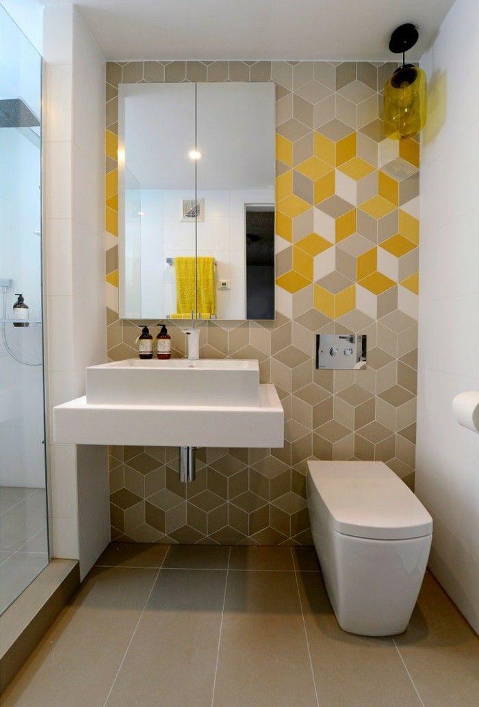 желтый маленький туалет
